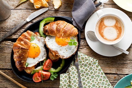 Frhstuck Croissant und Spiegelei