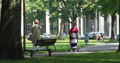 Spazierengehen in Park