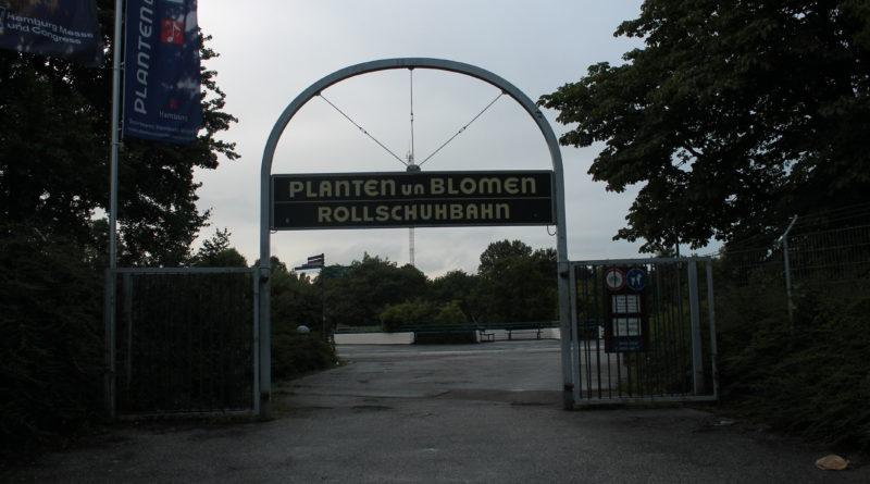Der Eingang zur Rollschuhbahn