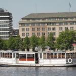 Dampfschiff auf dem Wasser