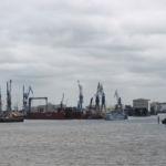 Viele Schiffsanleger