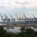 Ausblick auf den Hafen Nahe der Köhlbrandbrücke