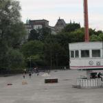 Im Herbst/Winter wird die Rollschuhbahn zur Eisbahn