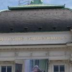 Das Deutsche Schauspielhaus zählt mit 1.200 Plätzen zum größten Sprechtheater Deutschlands