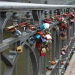 Liebesschlösser an der Wilhelminenbrücke