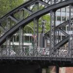 Die Brooksbrücke verbindet die Altstadt mit der Hafeninsel Kehrwieder