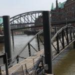 Von hier aus trennen die Brücken die Speicherstadt von der Altstadt