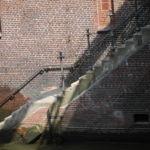 Treppen wie diese gibt es viele um auf kleine Barkassen zu steigen