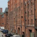Der Eingang erfolgt auf der Straßenseite, auf der Rückseite befindet sich bei fast allen Häusern der Fleet